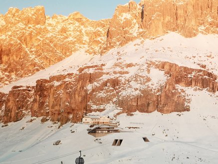 New ropeway for 10 passenger König Laurin in Carezza Dolomites