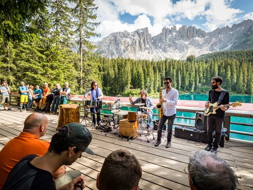 Rosadirabike 2018 - Music at the Lago di Carezza