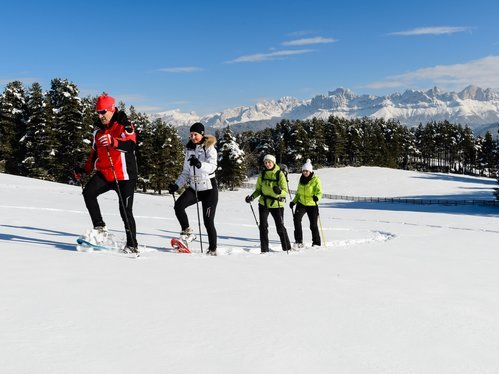 Snow-shoe hike with view to the Rosengarten