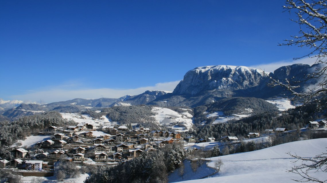 Collepietra/Steinegg in winter with view on the Scilar/Schlern | © TV Steinegg